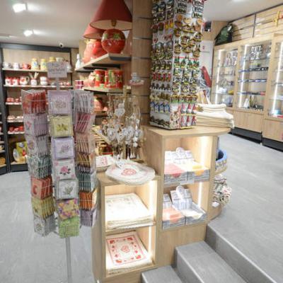 Mobilier décoration et souvenirs - Agencement Yvoire 74
