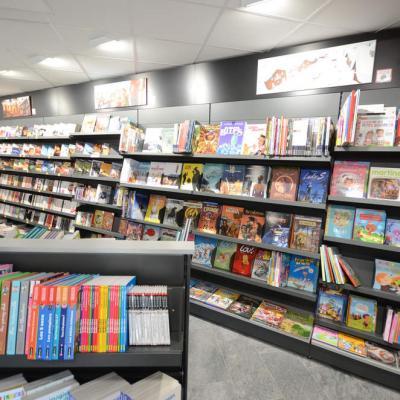 Mobilier librairie poches et BD - Agencement Morzine 74