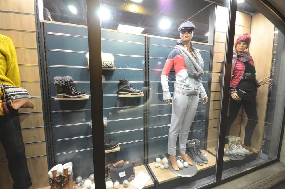 Mobilier exposition vitrine 2 - Agencement Saint-Jean-de-Sixt 74