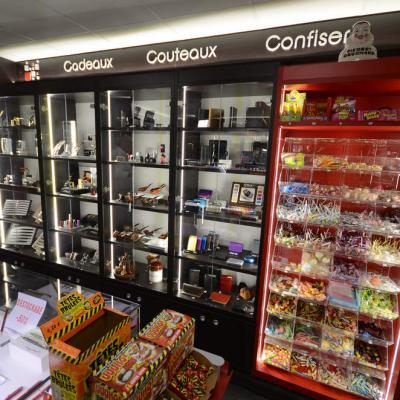 Vitrines cadeaux à leds - Agencement Bourg-Saint-Maurice 73