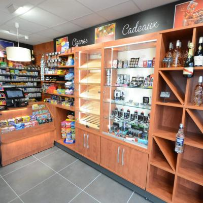 Mobilier tabac, vitrine cadeaux - Agencement Grenoble 38