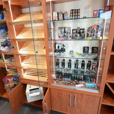 Cave à cigares, vitrine cadeaux - Agencement Grenoble 38
