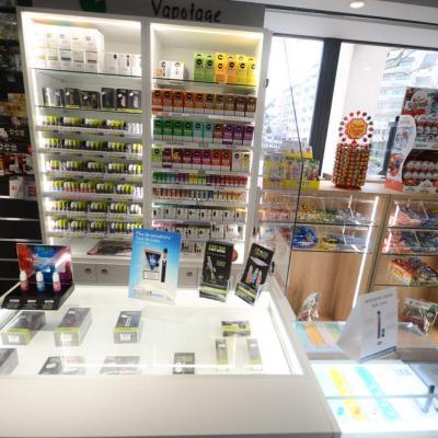 Vitrine lumineuse e-cigarettes en comptoir - Annecy 74
