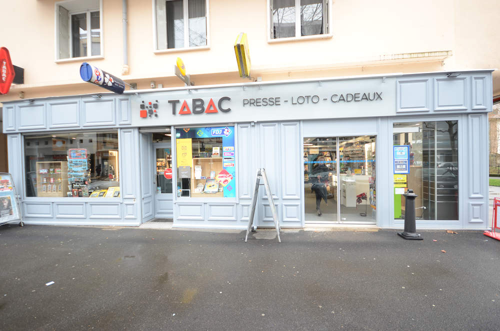 Enseigne du magasin - Agencement Annecy 74
