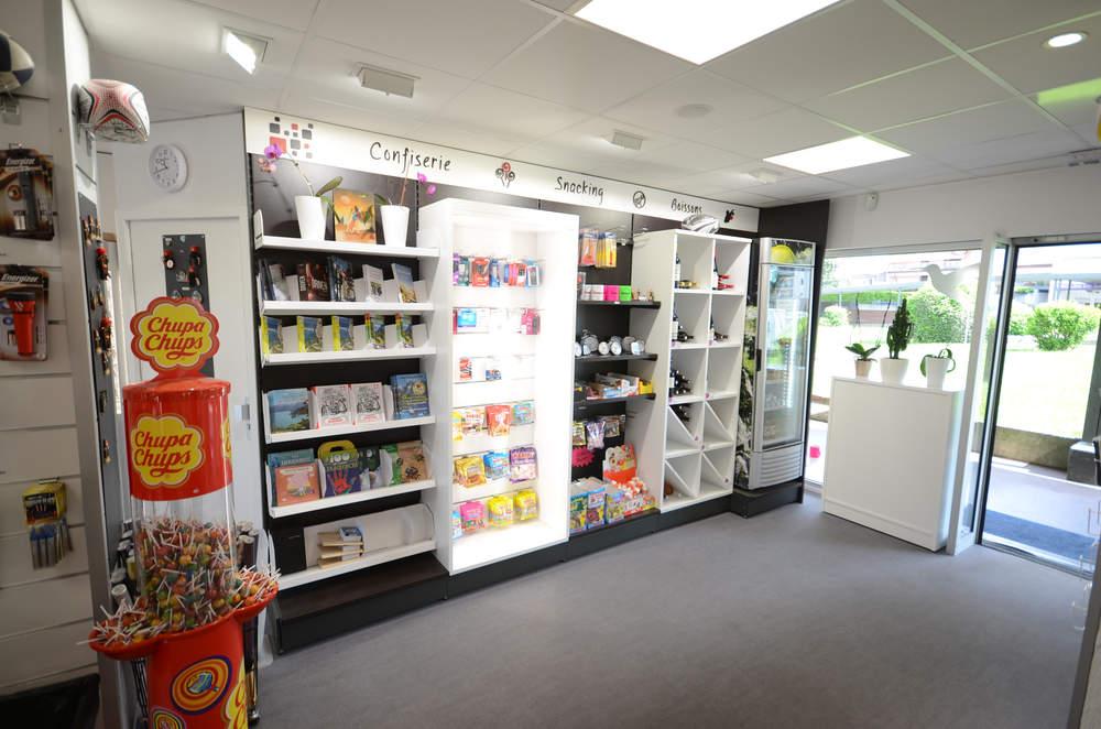 Mobilier librairie et snaking - Agencement Meythet 74