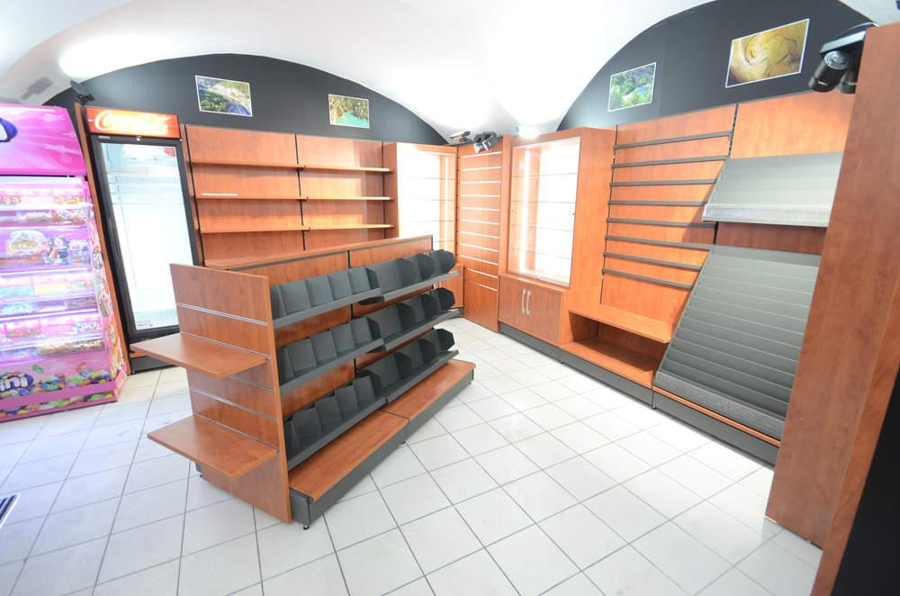 Mobilier cadeaux et ilot librairie - Agencement Vallon-Pont-d'Arc 07