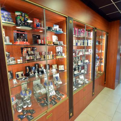 Vitrines cadeaux vue1 - Tabac Grand Place Genoble 38