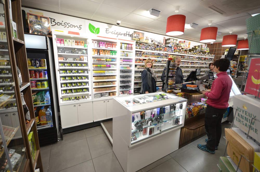 Mobilier tabac et e-cigarettes vue 2 - Agencement Cognin 73