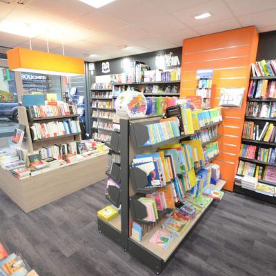 Mobilier et ilot librairie vue 2 - Agencement La Côte-Saint-André 38
