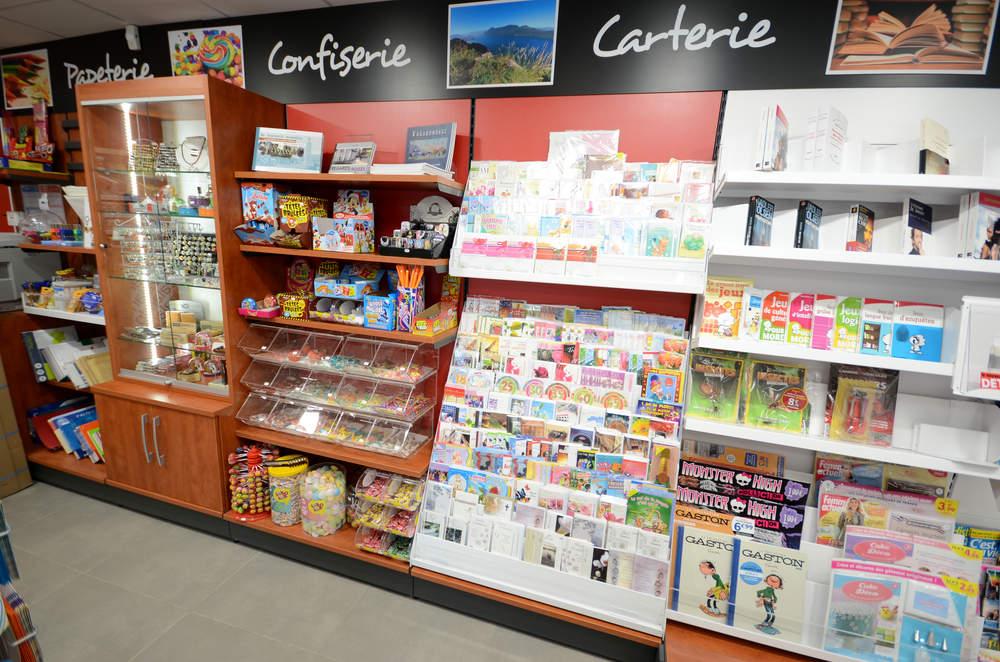Mobilier papeterie, cadeaux, confiserie, carterie - La Biolle 73