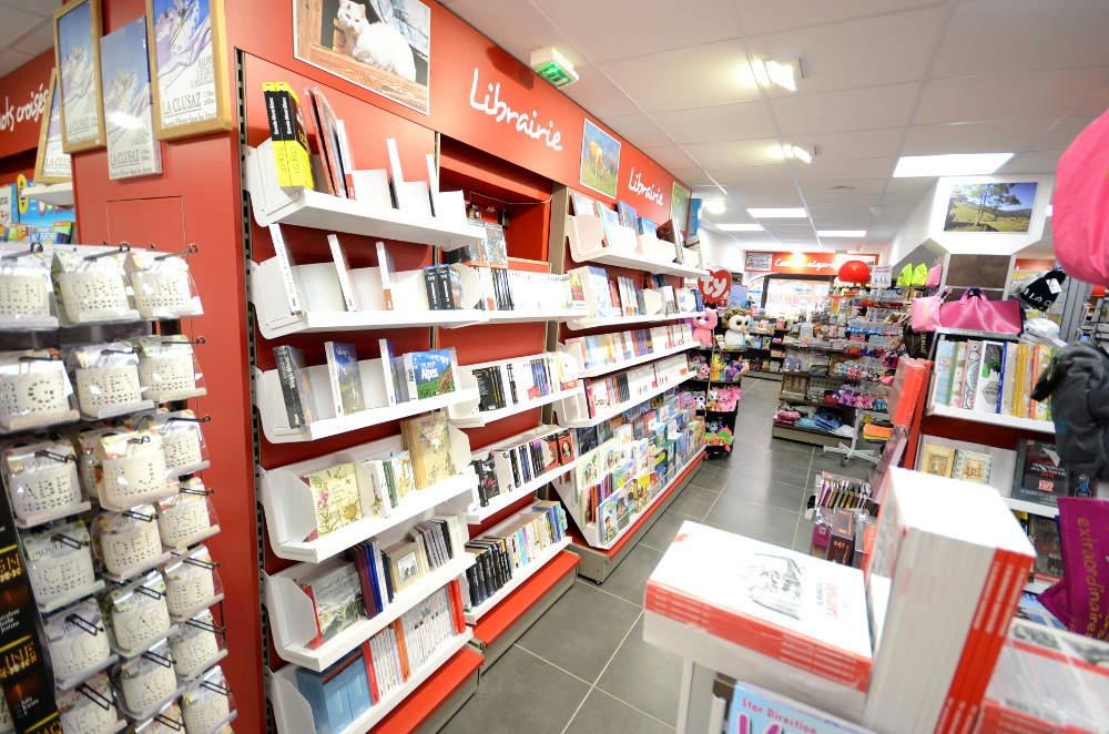 Mobilier librairie - Maison de la presse La Clusaz 74