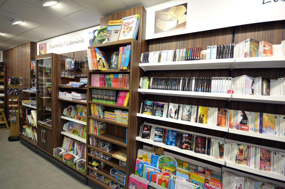 Mobilier librairie vue 1 - Tabac presse Manu La Clusaz 74