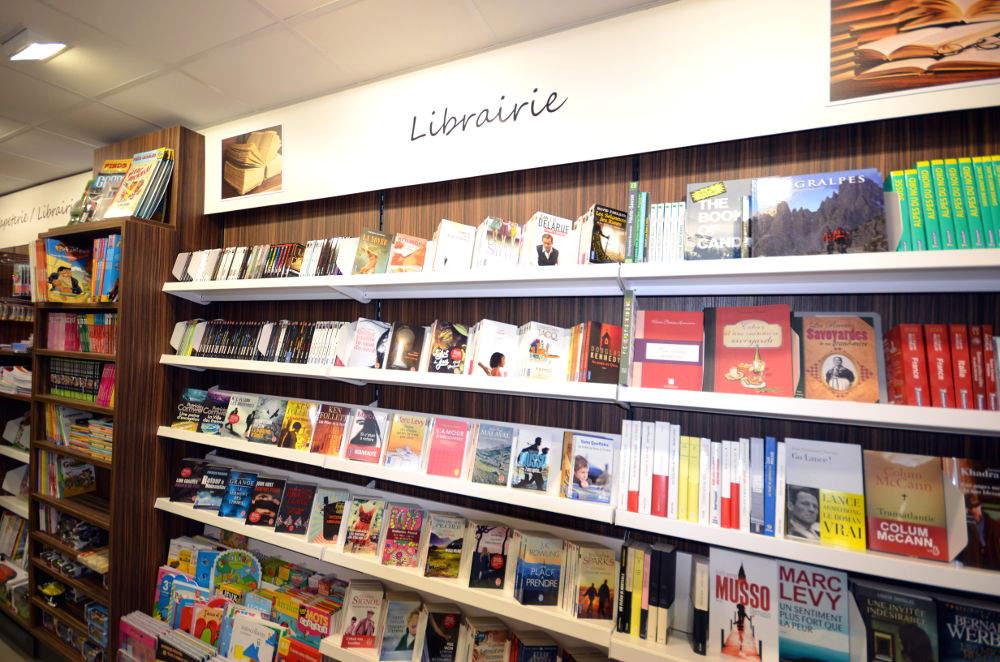 Mobilier librairie vue 3 - Tabac presse Manu La Clusaz 74