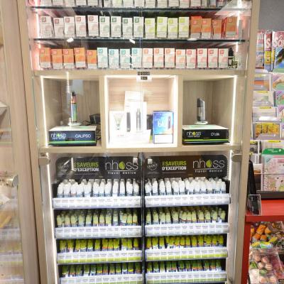 Vitrine lumineuse e-liquides et e-cigarettes - Agencement Pringy 74