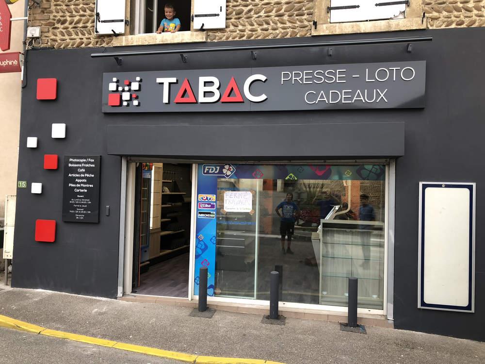Enseigne du magasin vue 2 - Agencement Saint-Sorlin-en-Valloire 26