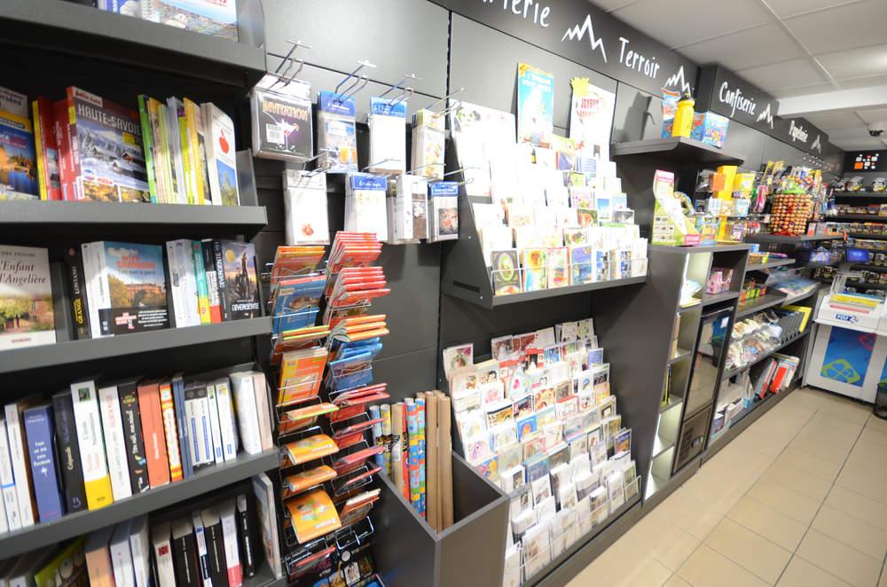 Mobilier librairie, carterie, confiserie vue 2 - Agencement Valleiry 74