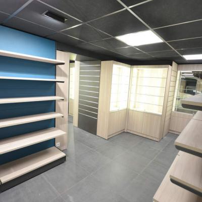 Mobilier souvenirs et vitrines cadeaux - Agencement Annecy 74