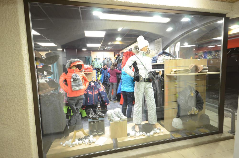 Agencement magasin de sport et vêtements